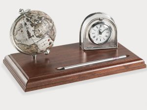 Desk accessory globe with clock from Bar Globe World